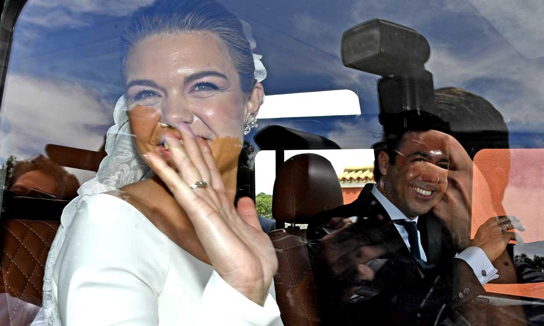 Alejandra Ruiz de Rato y Ernesto de Novales, radiantes tras darse el 'sí, quiero' en una ceremonia íntima