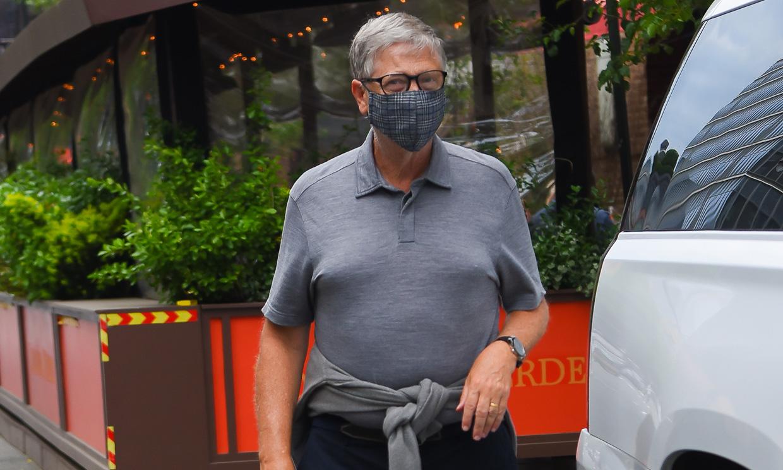 Bill Gates reaparece públicamente tras su divorcio y... ¡continúa llevando su anillo de casado!