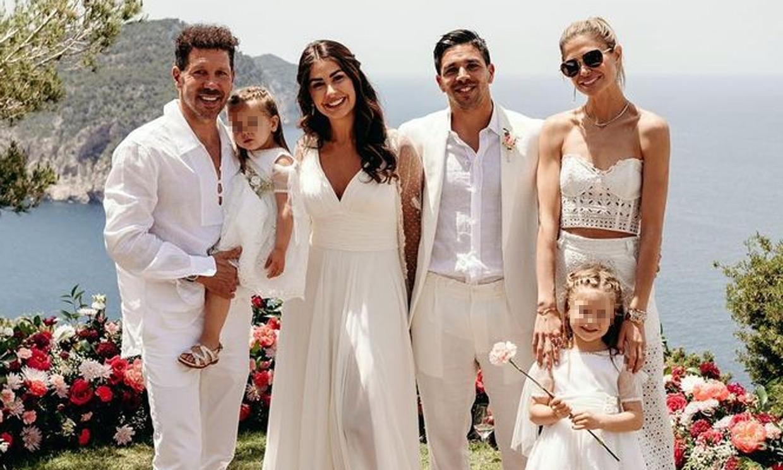 La feliz semana de Simeone y Carla Pereyra: en la boda de Gio Simeone tras el triunfo del Atlético