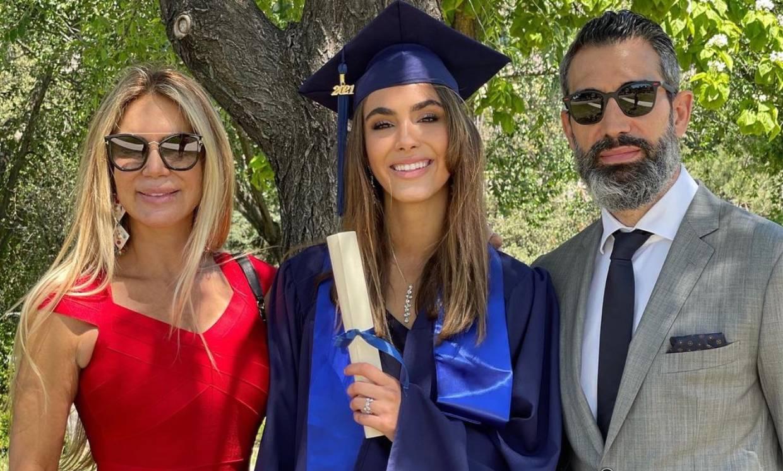 El orgullo de Ingrid Asensio y Fernando Sanz en la graduación de su hija Valeria