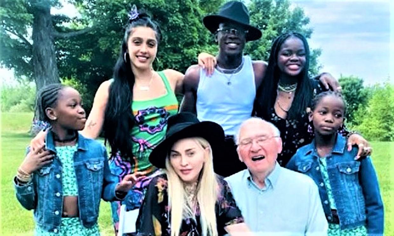 Madonna celebra el 90 cumpleaños de su padre rodeada de sus hijos en el espectacular viñedo familiar