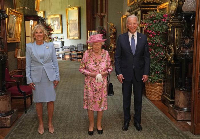 Joe Biden con la reina Isabel II