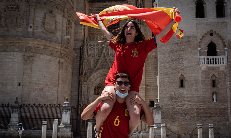El ambiente festivo vuelve a las calles de Sevilla gracias a la Eurocopa