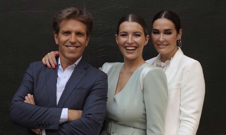 Alba Díaz posa feliz con sus padres tras su graduación: 'Estoy tan orgullosa'