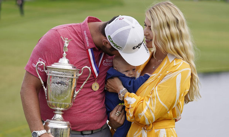 El golfista español Jon Rahm celebra con su mujer y su hijo, de cuatro meses, un triunfo histórico