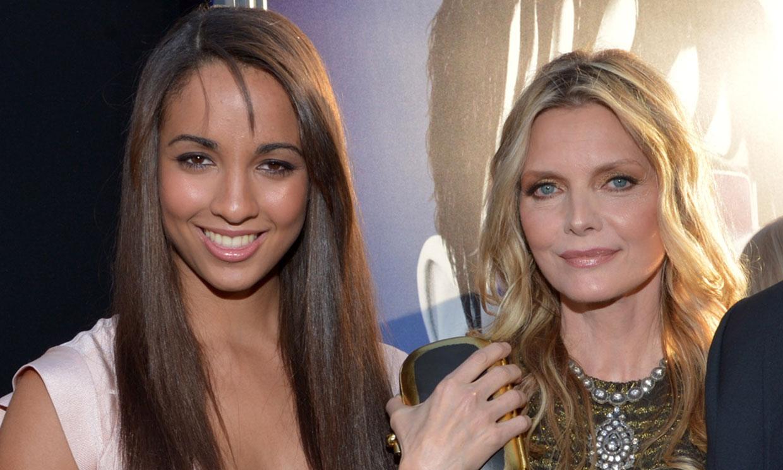 Michelle Pfeiffer presume de hija, Claudia, una belleza de 28 años que vive ajena al 'star-system'