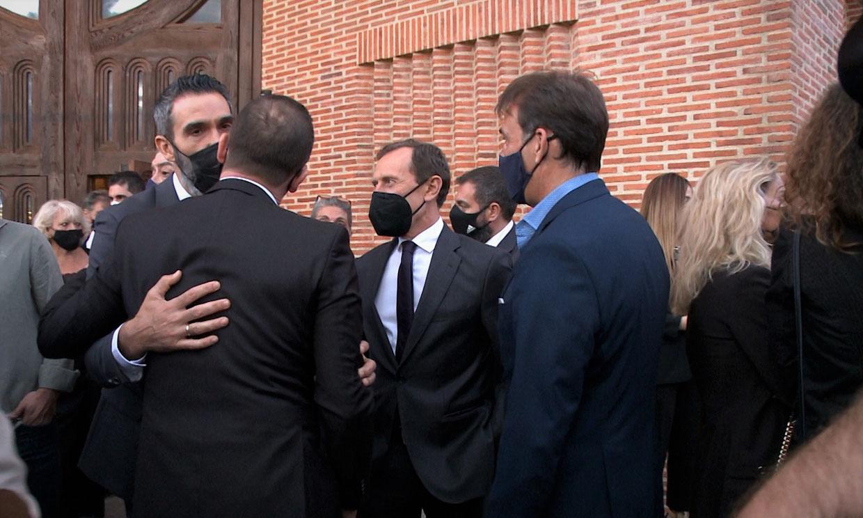 Familia, amigos y compañeros homenajean a Lorenzo Sanz en una misa funeral 15 meses después de su fallecimiento