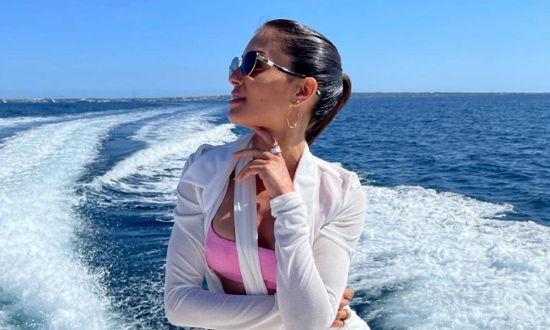 El espectacular posado ibicenco de Hiba Abouk... fotografiado por ¡María Pedraza!