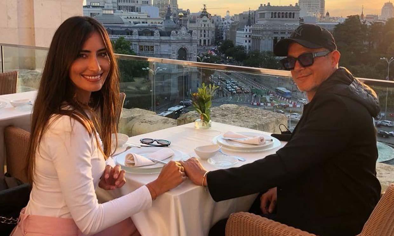 ¡Qué romántico! Alejandro Sanz y Rachel Valdés disfrutan de un atardecer mágico desde las alturas