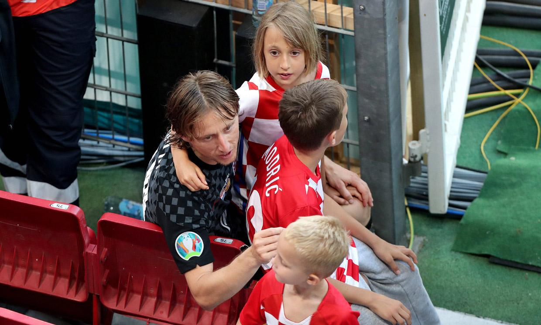 Las tiernas imágenes de Luka Modric consolando a sus hijos tras la derrota