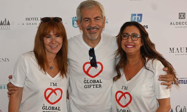 Carlos Sobera afianza su compromiso con la solidaridad junto a su mujer, María Bravo y Julio Baptista