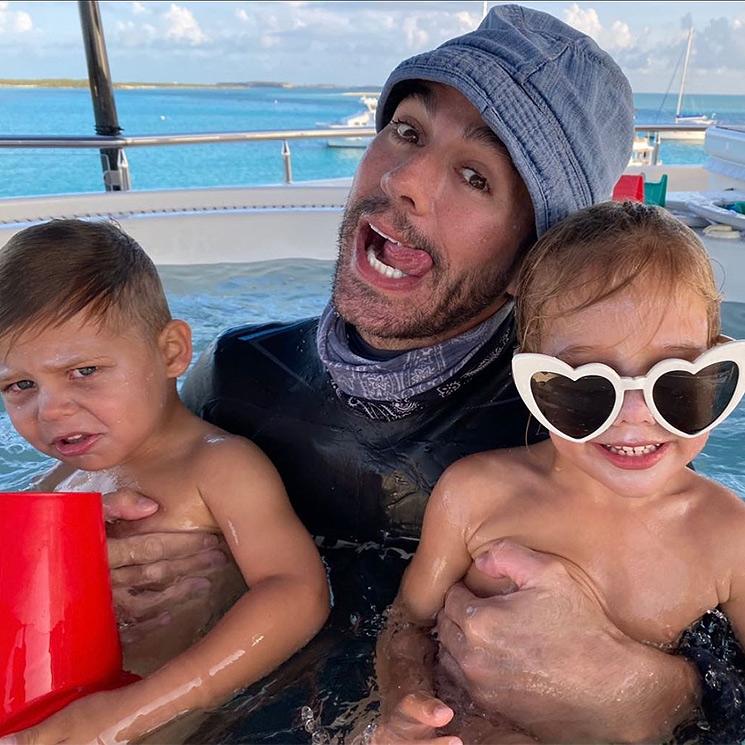 ¡Más alocado que nunca! Enrique Iglesias se transforma con sus mellizos Nicholas y Lucy