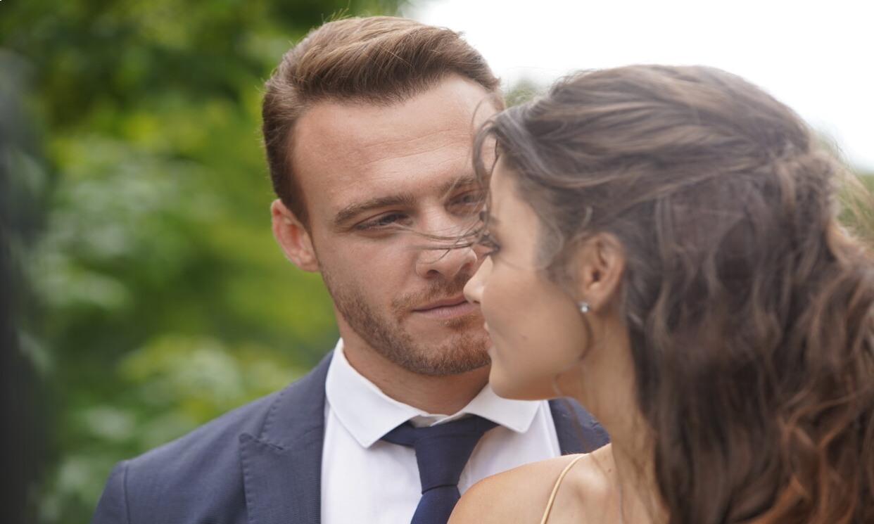 Un amor que traspasa barreras: Hande Erçel y Kerem Bürsin, premiados como 'Mejor pareja' en la ficción 'Love is in the air'