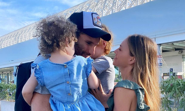 El abrazo de despedida de Helen Lindes y sus hijos a su 'capitán' olímpico