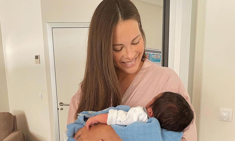 Jessica Bueno y Jota Peleteiro ya están en casa con su hijo recién nacido, Alejandro