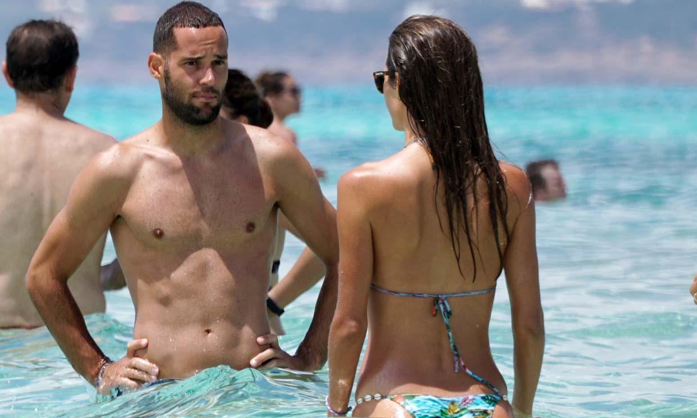 ¡Superpareja!, Malena Costa y Mario Suárez lucen sus tonificados cuerpos bajo el sol de Formentera