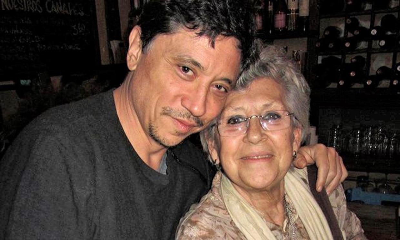 La entrañable fotografía familiar de más de 40 años con la que Carlos Bardem despide a su madre