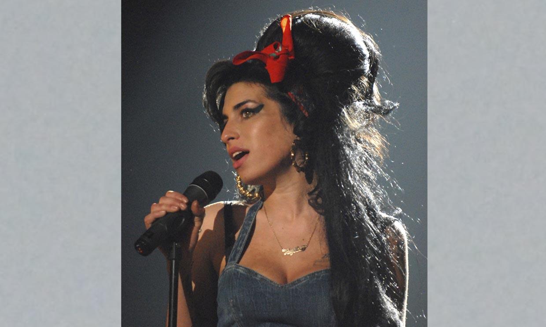 Diez años sin Amy Winehouse, la diva del soul que se perdió en un abismo de excesos