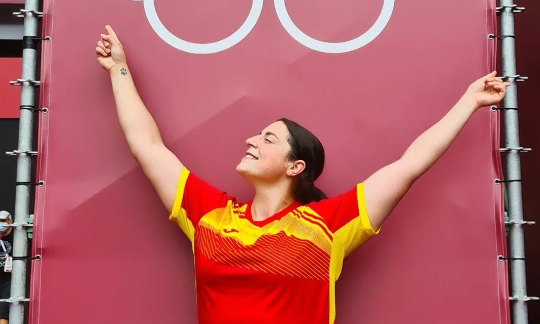 Sala de recreativos y hasta móviles de regalo: la atleta Belén Toimil muestra los secretos de la villa olímpica