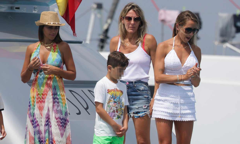 ¡Un gran equipo en alta mar! Leo Messi, Luis Suárez y Cesc Fábregas disfrutan en Ibiza con sus respectivas familias