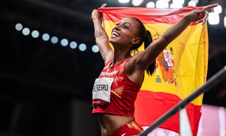 ¡Doble celebración! Ana Peleteiro bate el récord de España y gana el bronce en la final de triple salto
