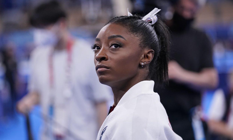 Simone Biles revela que su tía falleció inesperadamente durante los Juegos Olímpicos