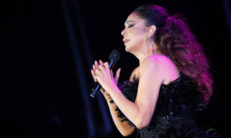 Llena de emoción y con un mensaje sobre su situación personal, así reaparecía Isabel Pantoja en el escenario