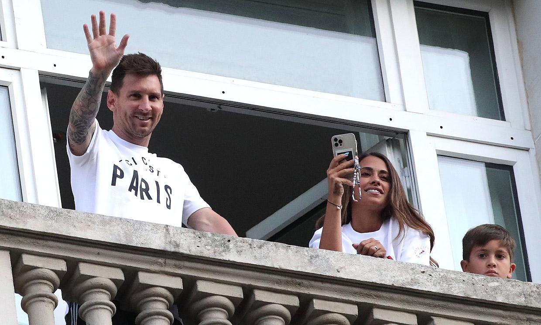 Furor en París por la llegada de Leo Messi junto a su familia a la ciudad que será su nuevo hogar