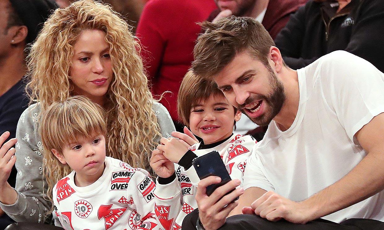 Los hijos de Shakira y Gerard Piqué se unen a los misteriosos 'selfies' de su padre