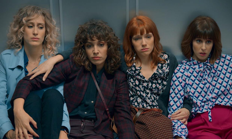 Descubre en ¡HOLA! los secretos del vestuario y la evolución de los personajes en la segunda temporada de 'Valeria'