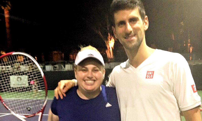 Rebel Wilson lanza un mensaje esperanzador y muy emotivo al compartir esta fotografía con Djokovic