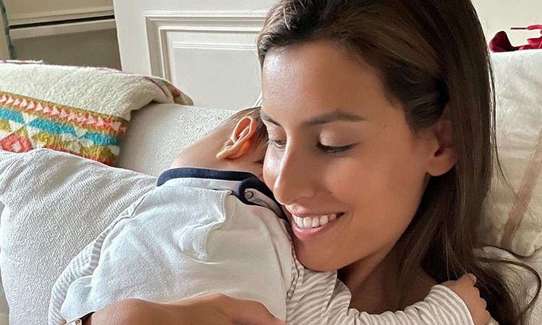Mateo, hijo de Ana Boyer y Fernando Verdasco, cumple 8 meses en Nueva York con su hermano como mejor guía