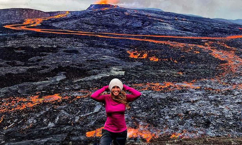 Las impresionantes imágenes de Lara Álvarez en Islandia con un volcán en plena erupción
