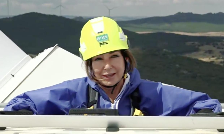 El espectacular regreso de Ana Rosa Quintana al trabajo... ¡desde una torre eólica!