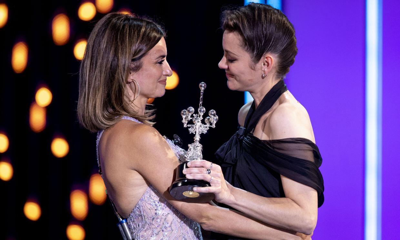 Penélope Cruz sorprende a Marion Cotillard en el Festival de Cine de San Sebastián: 'Es bondad, verdad y magia'