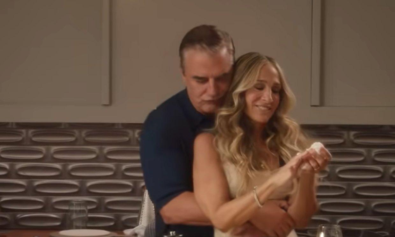 El regreso de 'Sexo en Nueva York' calienta motores con la imagen de Carrie y Mr. Big besándose