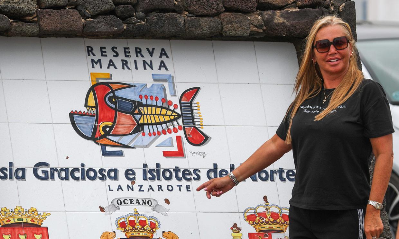 Belén Esteban, ya en Canarias para la boda de Anabel, cuenta cómo está la familia Pantoja