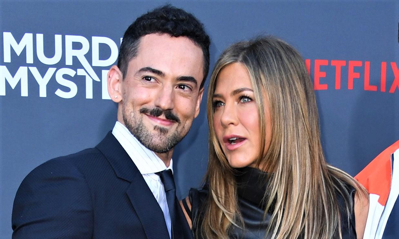 Así es Luis Gerardo Méndez, el copresentador de los Premios Platino que se codea con Jennifer Aniston