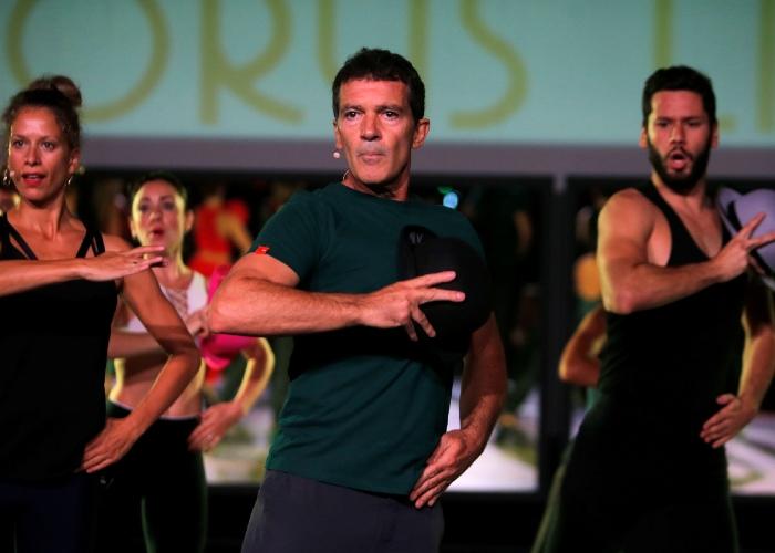 Antonio Banderas rehearsing A Chorus Line with Fran del Pino