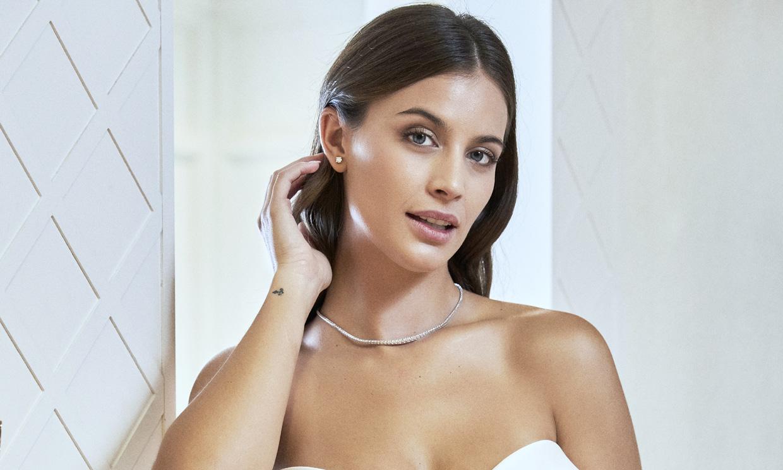 Hablamos con Desiré Cordero tras vestirse de novia por una buena causa: 'Me encantaría casarme en la playa'