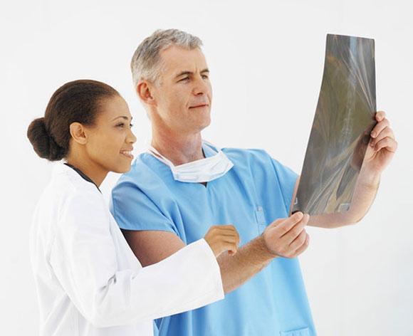 Un paciente de EE.UU. logra levantarse y andar tras una grave lesión medular