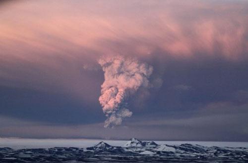 Eurocontrol cree que la ceniza volcánica islandesa podría llegar a España el jueves