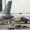 Vueling anulará sus vuelos desde Sevilla a Londres y A Coruña por la competencia de Ryanair