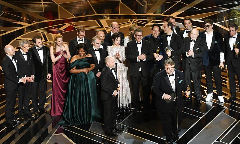 'La forma del agua', de Guillermo del Toro, triunfa en una gala reivindicativa y sin sorpresas