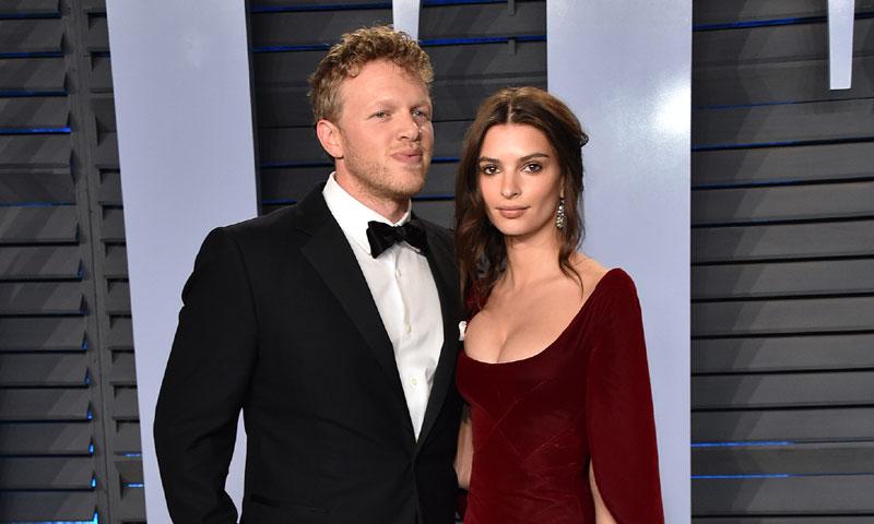 El primer posado oficial de Emily Ratajkowski con su marido desata los rumores en las redes sociales