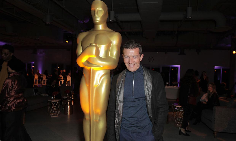 Así vive Antonio Banderas la horas previas a los Oscar en compañía de otras estrellas