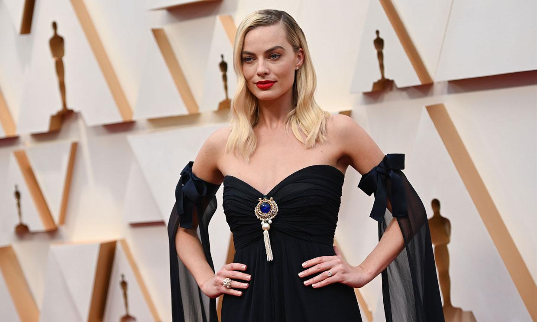 El vestido de Alta Costura que Margot Robbie rescató de las supermodelos de los 90
