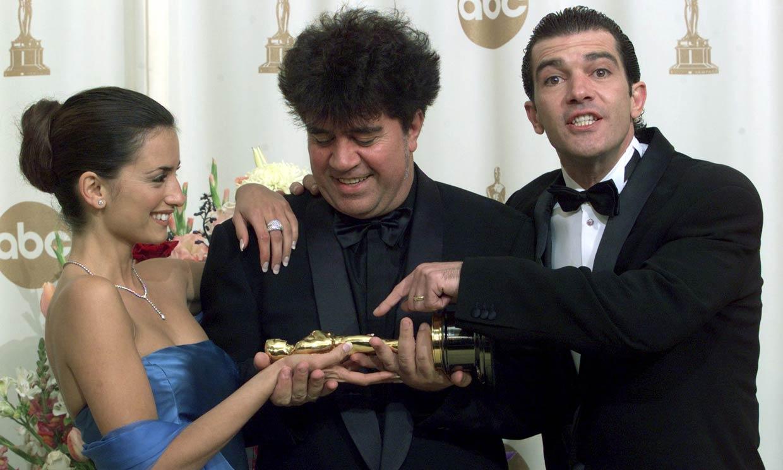 Penélope Cruz, Antonio Banderas y Pedro Almodóvar, el 'momentazo' en los Oscar que no se repitió veinte años después