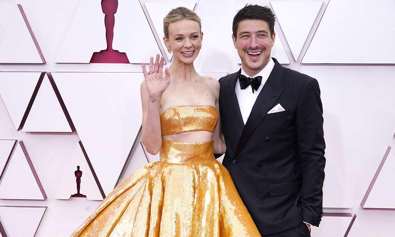En pareja o en solitario, las estrellas desfilan por la alfombra roja de los Oscar 2021