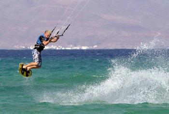 Kitesurf: emociones fuertes entre el agua y el cielo